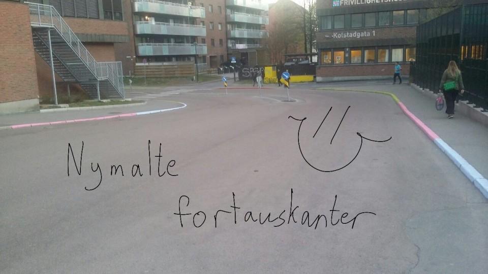 Nymalte fortauskanter på Tøyen.