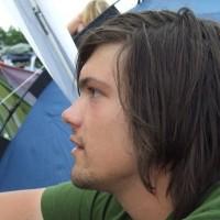 Dette er Lars, som sitter i campen vår i 2008. Vi hilste på hverandre i august 2008 og syntes det var veldig gøy at vi hadde vært på Roskilde begge to, og har vært venner siden. For mindre enn ei uke siden fant jeg ut at jeg hadde tatt et bilde av ham før vi blei kjent med hverandre.